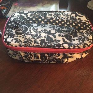 Handbags - 3/$11♥️Modella Makeup zip tote